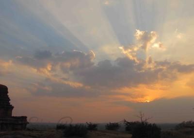 Templom naplementében, Bádámí